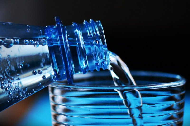 Россиянам предложили купить «заговоренную» от коронавируса воду